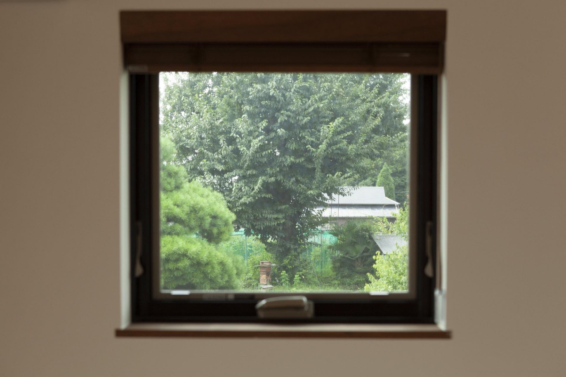桜を眺められる窓